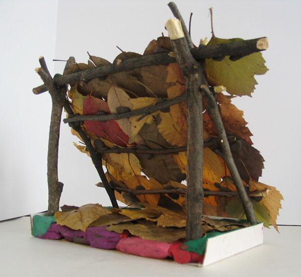 Шалаш из листьев поделки